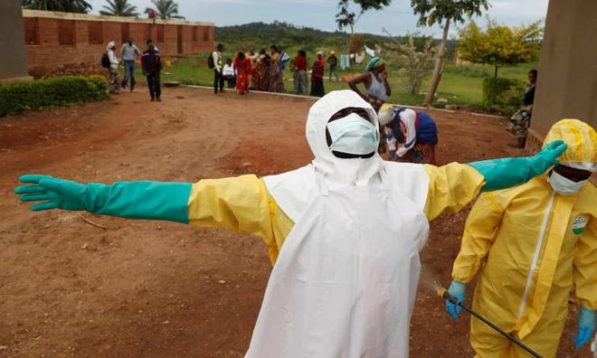 Phu nu Congo phai doi tinh duc lay vaccine ngua virus Ebola hinh anh 2