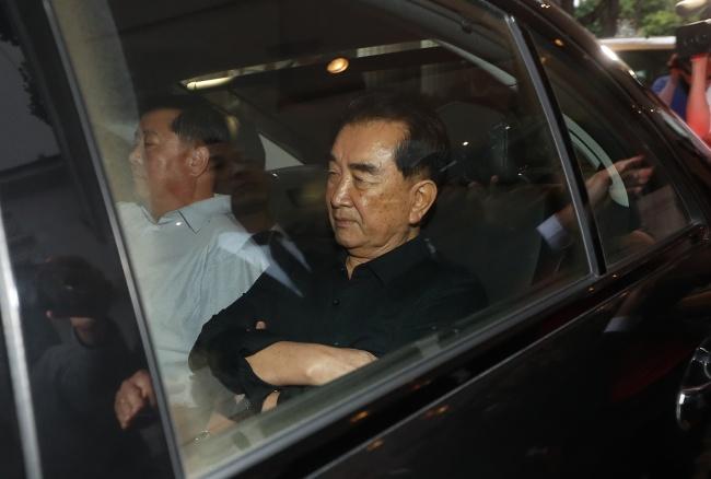 Quan Chuc My, Trieu Dam Phan Chi Tiet Cho Thuong Dinh Trump - Kim O