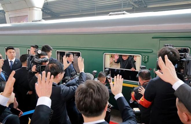 Bao Han: Ong Kim Jong Un se di tau hoa den VN gap ong Trump hinh anh 1
