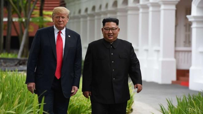 Ong Kim Jong Un chon vest hay ao dai can khi gap TT Trump? hinh anh 1