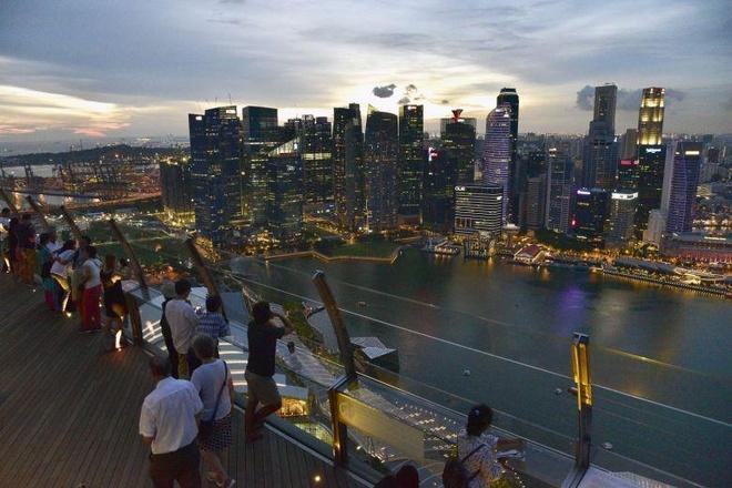 Singapore dan dau, Ha Noi tang bac tren BXH muc song dat do toan cau hinh anh 1