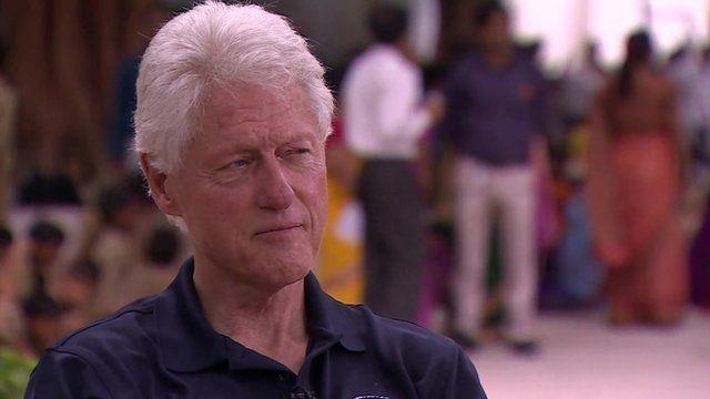 Nha bao BBC bat gap cuu tong thong Bill Clinton doc Kama Sutra hinh anh 1
