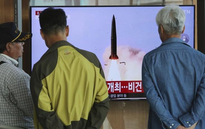 Ong Kim Jong Un dich than giam sat phong thu ten lua tam xa hinh anh 1