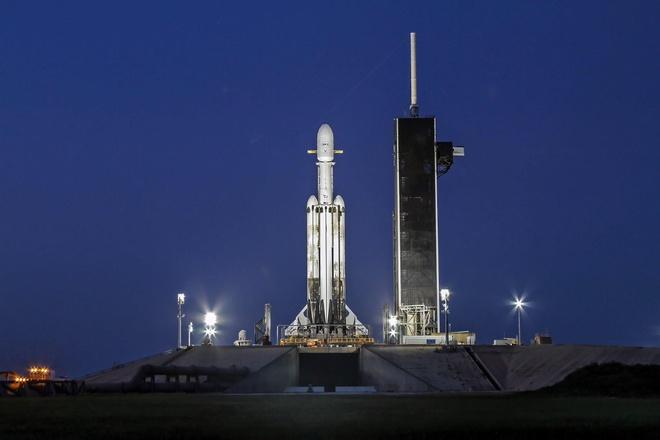 SpaceX phong ten lua mang 24 ve tinh anh 1