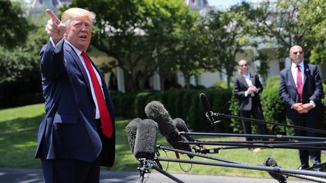 TT Trump 'mang' phong vien CNN hoi ve cuoc gap voi ong Putin hinh anh 1