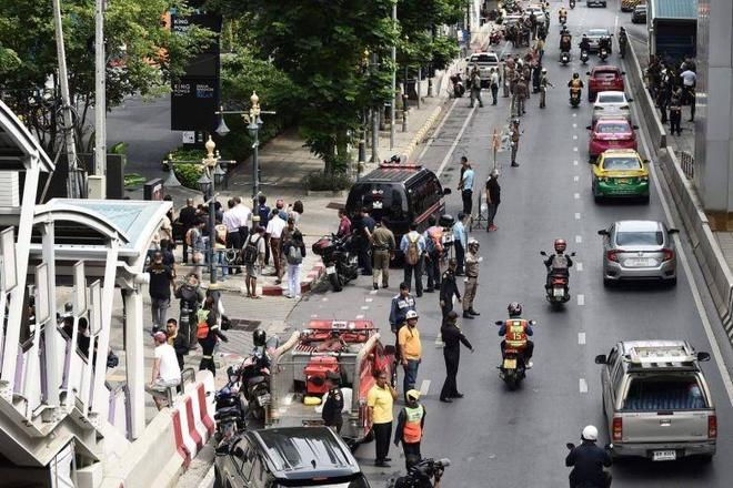 Hang loat vu no rung chuyen Bangkok giua luc dien ra hoi nghi ASEAN hinh anh 2