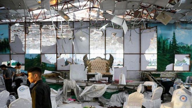 Dam cuoi hoa dam ma vi danh bom khien 63 nguoi chet o Kabul hinh anh 1
