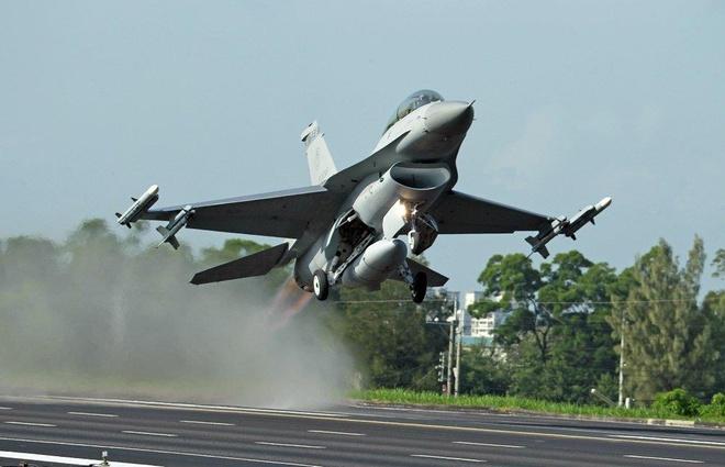Tuong TQ de doa 'khong de yen' vu My ban tiem kich F-16 cho Dai Loan hinh anh 1
