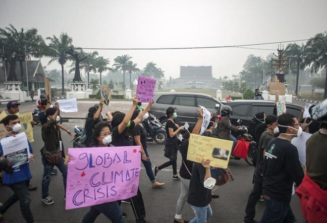 Gần 900.000 người gặp vấn đề hô hấp vì khói bụi cháy rừng Indonesia