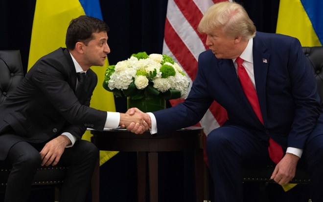 Nhung nghi van TT Trump doi chac trong vu ban vu khi cho Ukraine hinh anh 2