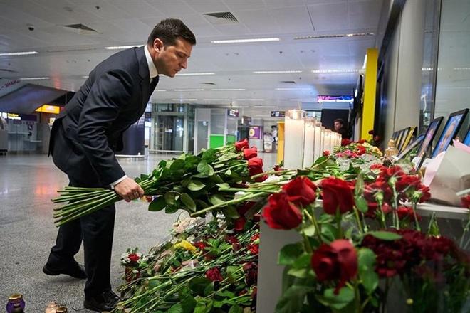 Ukraine nghi may bay cho 176 nguoi bi ten lua ban roi hinh anh 1 Zelensky_1.jpg