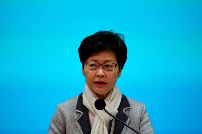 Đặc khu trưởng Hong Kong Carrie Lam ngày 25/1 trả lời họp báo về các biện pháp ngăn virus corona lây lan. Ảnh: Reuters.