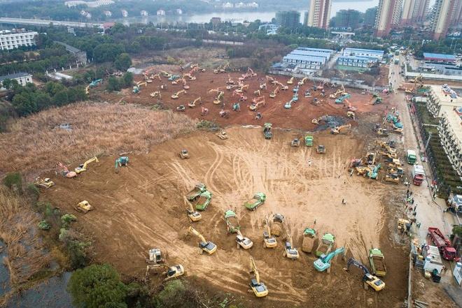 Ảnh chụp công trường xây dựng bệnh viện đặc trị virus corona đầu tiên tại Vũ Hán ngày 24/1. Ảnh: People's Daily.