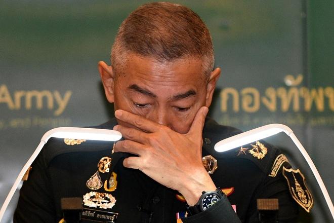 Tuong Thai bat khoc xin nguoi dan dung trach toi quan doi vu xa sung hinh anh 1 Apirat.jpg