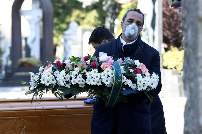 Italy co gan 800 ca tu vong vi virus mot ngay, muc cao chua tung co hinh anh 1 2020_03_21T212135Z_2047321949_RC2LOF9PEWNI_RTRMADP_3_HEALTH_CORONAVIRUS_ITALY.JPG
