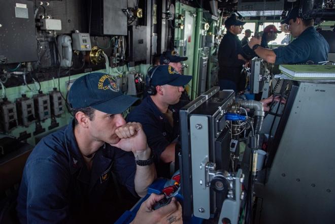 Tuan duong ham My ap sat quan dao Truong Sa hinh anh 1 USS_Bunker_Hill_1.jpg
