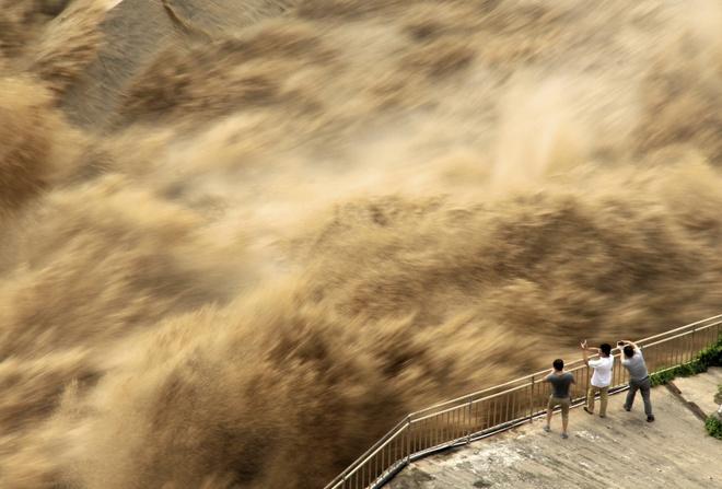 Lũ Lụt Nghiem Trọng ở 13 Tỉnh Tq Khiến Hơn 15 Triệu Dan đieu đứng Thế Giới