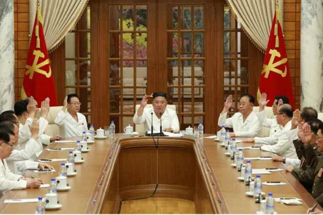 Ong Kim Jong Un hop khan Bo Chinh tri anh 1
