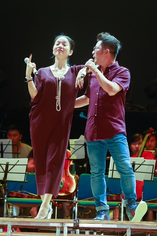 Bang Kieu - Le Quyen nong long lam 'tinh nhan' cua nhau hinh anh 2