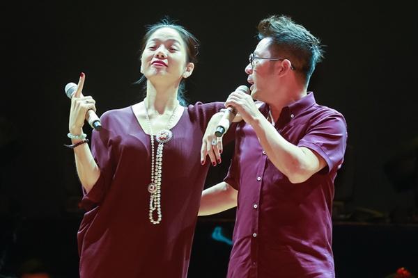Bang Kieu - Le Quyen nong long lam 'tinh nhan' cua nhau hinh anh