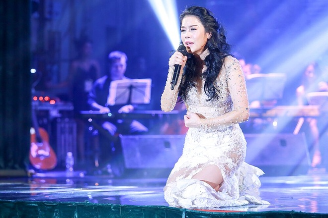 Ca 4 hoc tro vang mat trong show cua Thu Phuong hinh anh