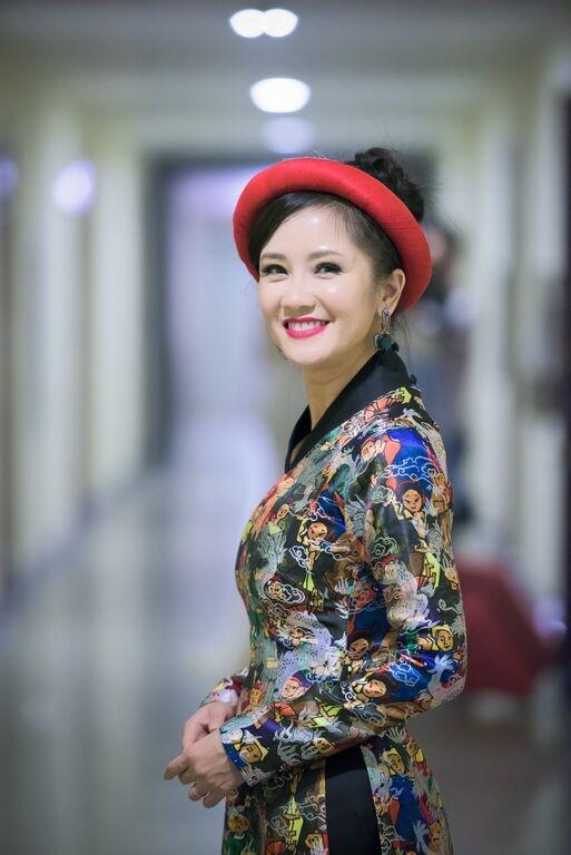 Nhac si Phu Quang khom nguoi treu dua Thuy Van hinh anh 8