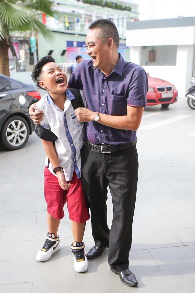 Hoc tro Duong Khac Linh duoc bo cham soc tan tinh hinh anh 3