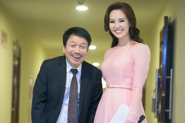 Nhac si Phu Quang khom nguoi treu dua Thuy Van hinh anh