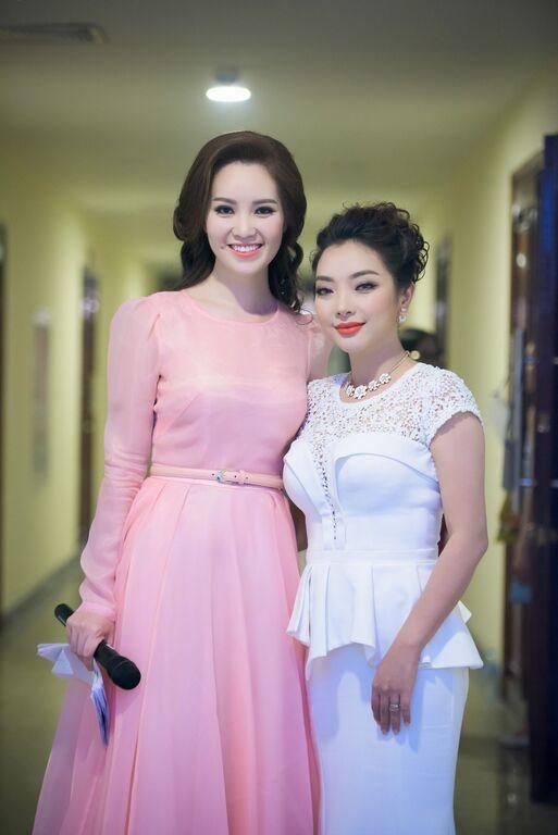 Nhac si Phu Quang khom nguoi treu dua Thuy Van hinh anh 4