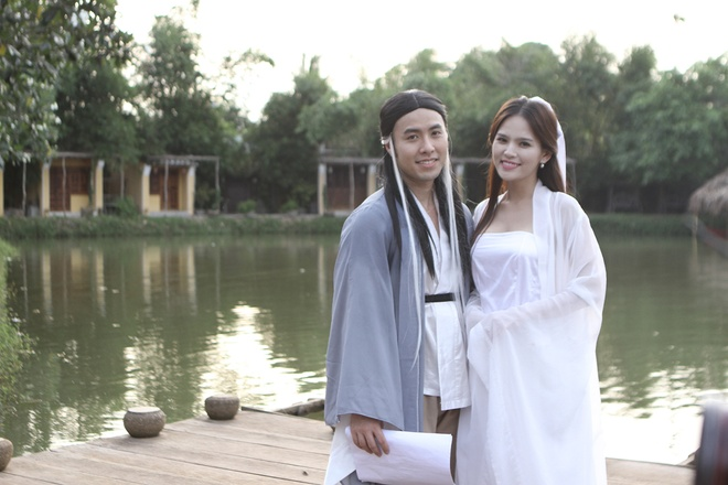 Akira Phan toat mo hoi quay MV vi chan thuong dau goi hinh anh