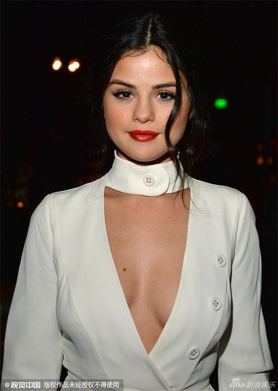 Selena Gomez khoe nhan kim cuong dat do hinh anh 1
