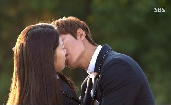 Su that khong nhu mo ve nhung nu hon trong phim Han hinh anh 9