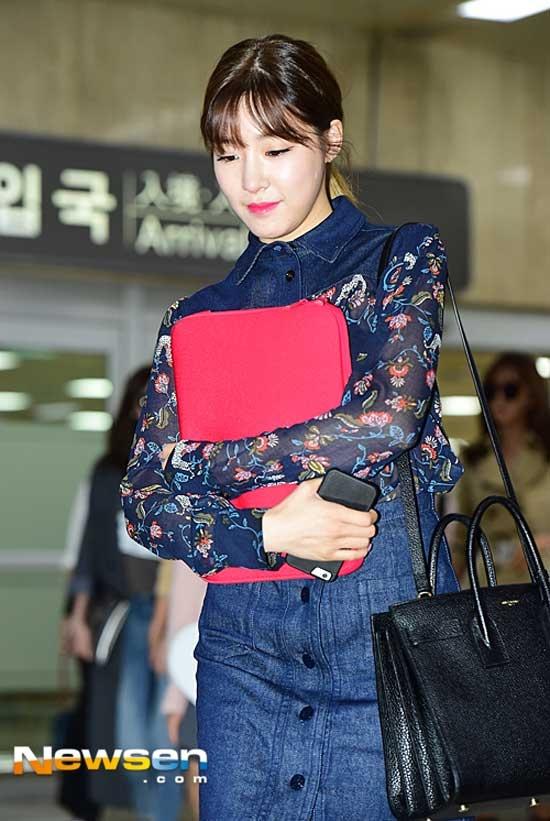Style san bay cua co nang mat cuoi dep nhat Kpop hinh anh 2