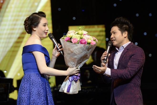 Ho Quynh Huong chia se trong live show cua Trong Tan hinh anh