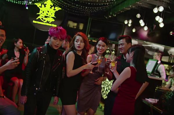 Son Tung buong tay Chi Pu trong MV moi hinh anh