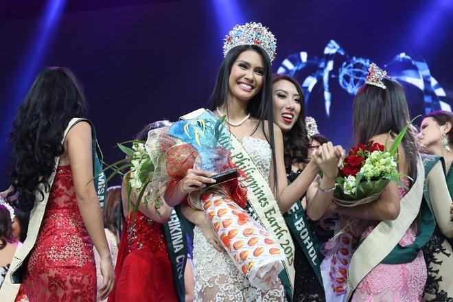 Nguoi dep Philippines dang quang Hoa hau Trai dat 2015 hinh anh 1