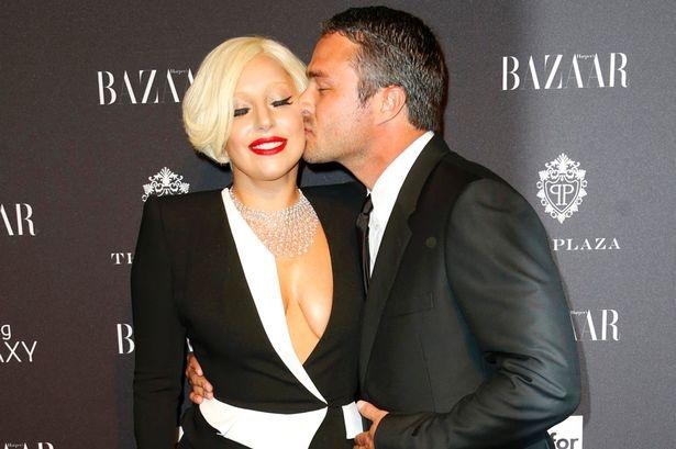 Lady Gaga: Ro-bot thoi trang tim lai ban nga hinh anh 4