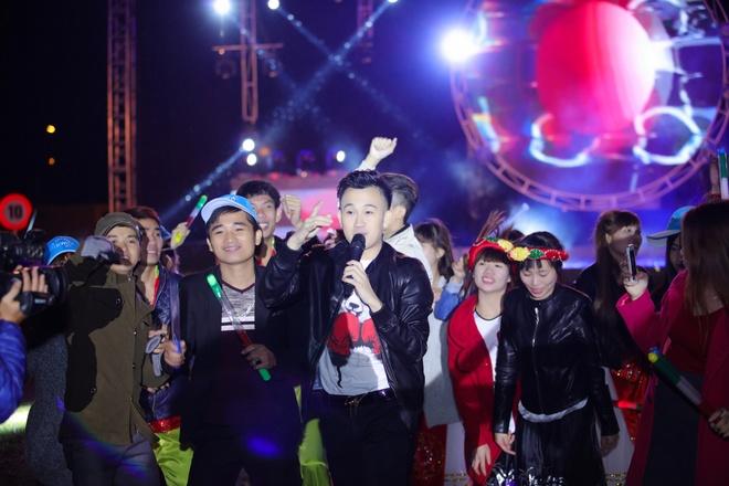Bao Anh, Duong Trieu Vu hat duoi mua phuc vu cong nhan hinh anh 5