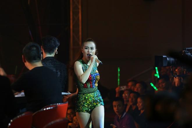 Mo man The Remix mua 2: Huong Tram bi che vu dao kem hinh anh 2