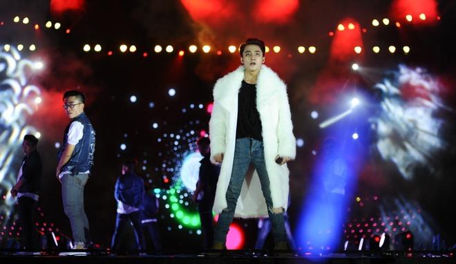 Life-show Son Tung: Chuyen bay toi dich hinh anh