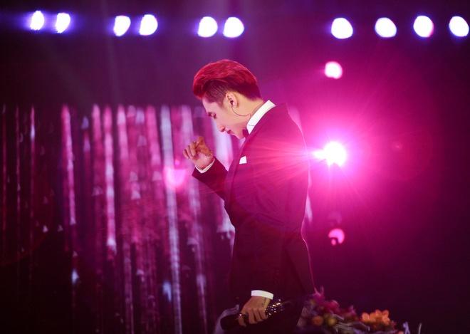 Nhung giot nuoc mat roi trong live show cua Son Tung hinh anh