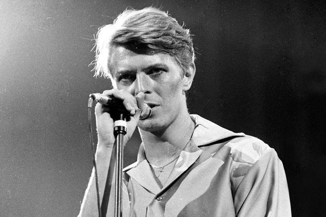 Sao the gioi tiec thuong su ra di cua David Bowie hinh anh 1