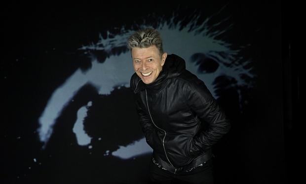 Sao the gioi tiec thuong su ra di cua David Bowie hinh anh