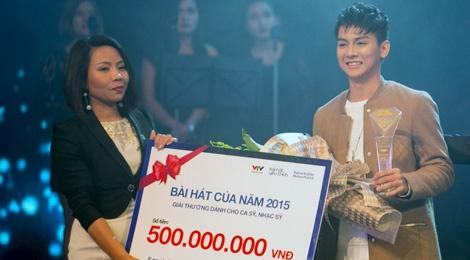 Hoai Lam ap ung khi nhan giai thuong 500 trieu dong hinh anh