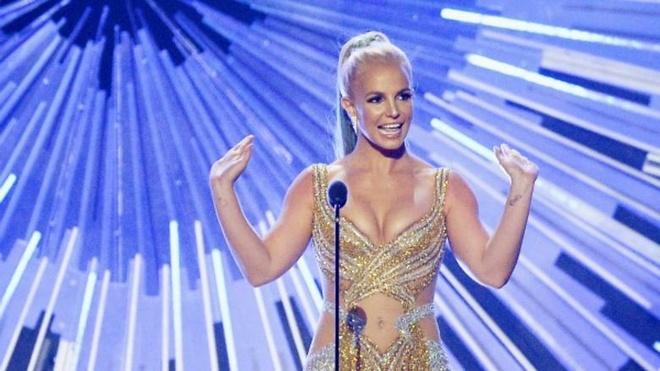 Britney Spears dang tai video nong bong len Instagram hinh anh
