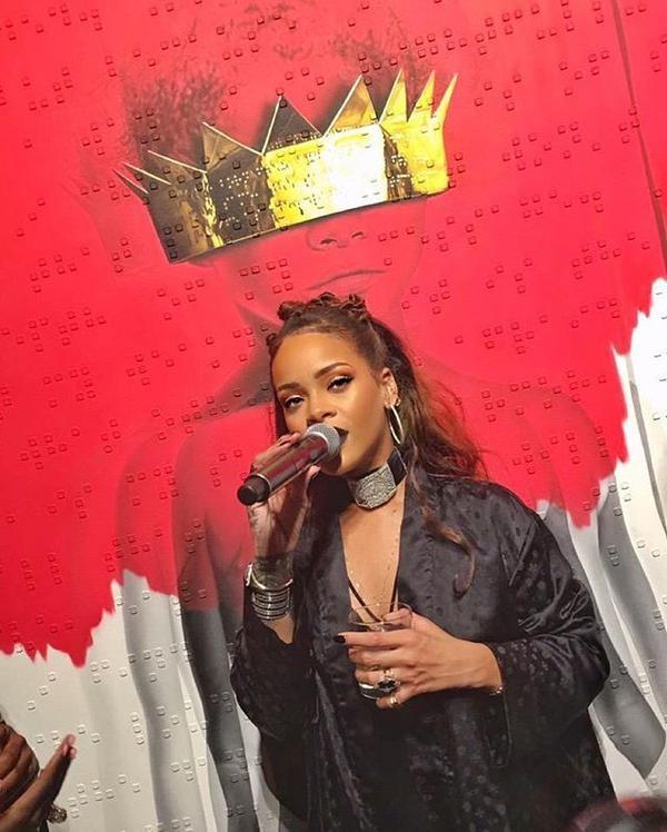 Rihanna: Duoc an ca ma nga... cung chang sao hinh anh 2