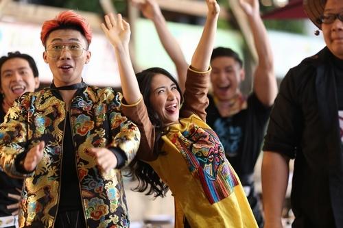 Mr.T va Hoa Minzy ra mat 'An gi day 2' nhan dip