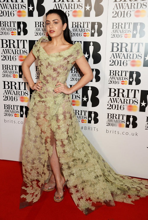 Adele long lay tren tham do BRIT Awards 2016 hinh anh 5