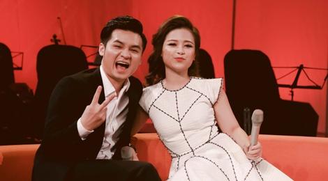Duong Hoang Yen duoc ban trai an can cham soc hinh anh