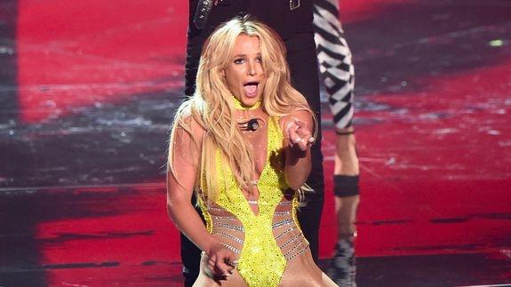 Fan buc xuc vi Britney Spears tiep tuc hat nhep hinh anh